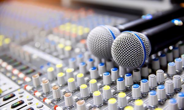 音響・照明・控室・演台など充実の設備
